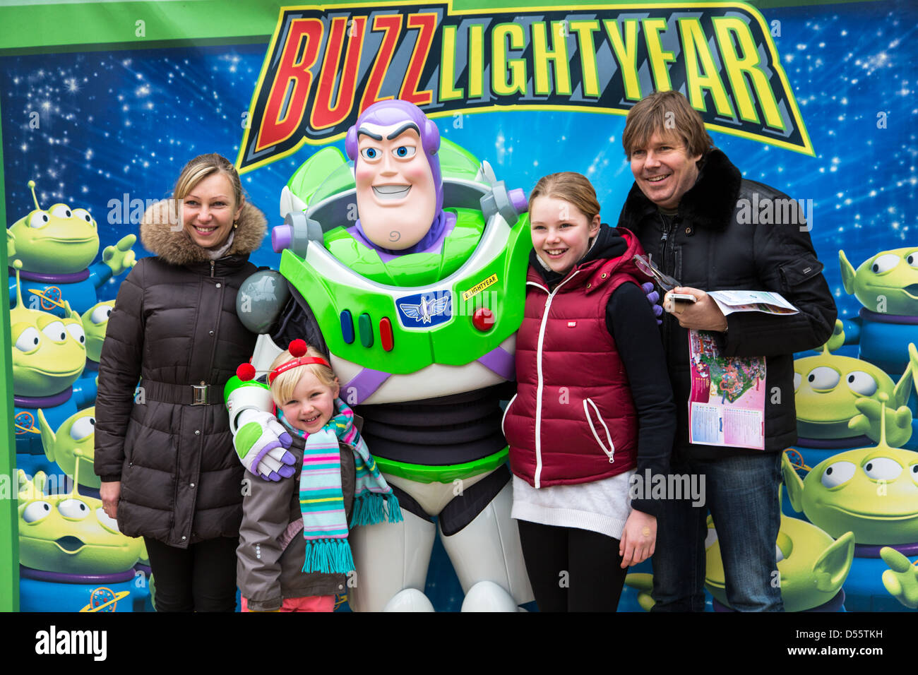 Buzz lightyear character meet and greet disneyland paris stock buzz lightyear character meet and greet disneyland paris m4hsunfo