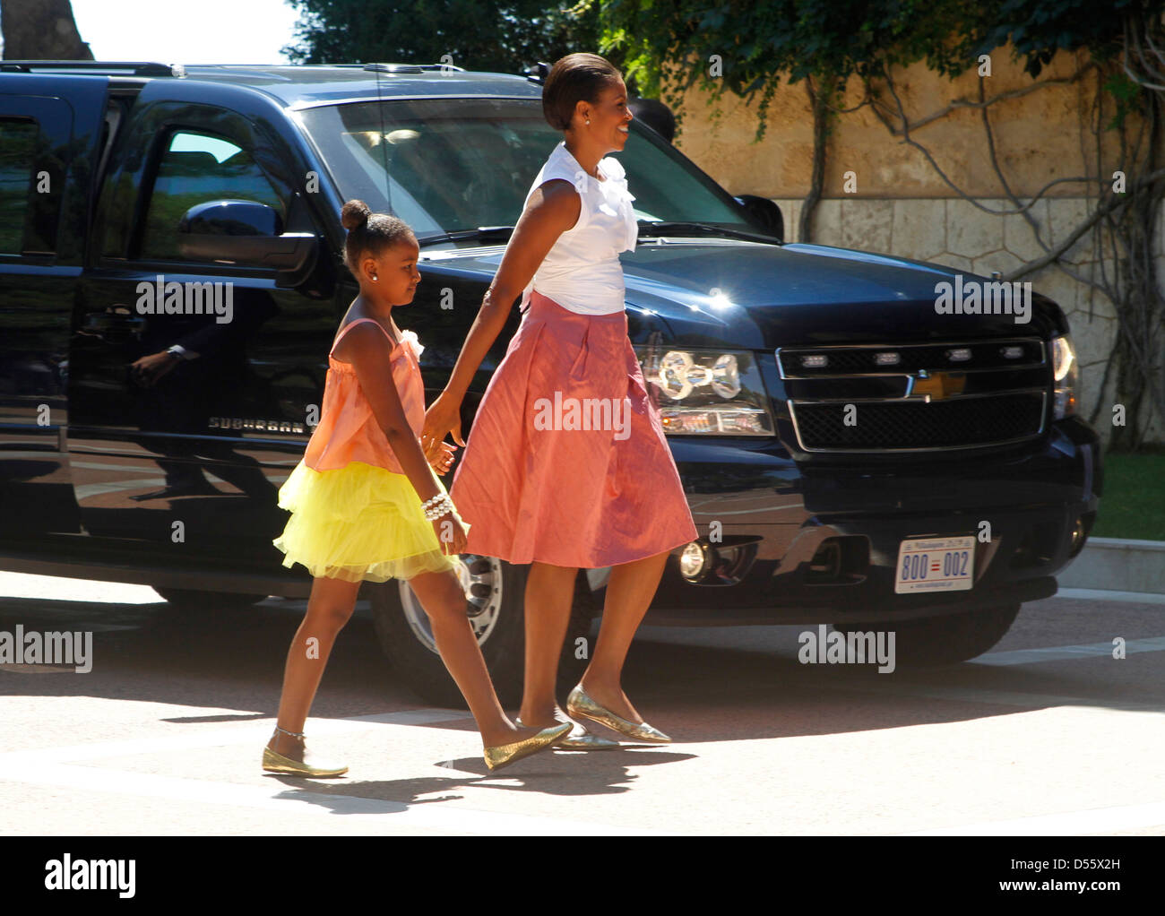 Sasha and Michelle Obama arrive at Marivents palace in Mallorca to meet Spain´s king Juan Carlos and Queen - Stock Image