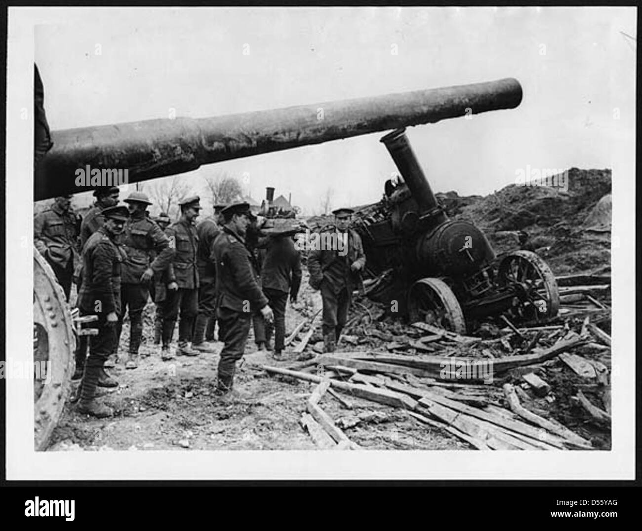 Big gun whose tractor has got in slight difficulty - Stock Image