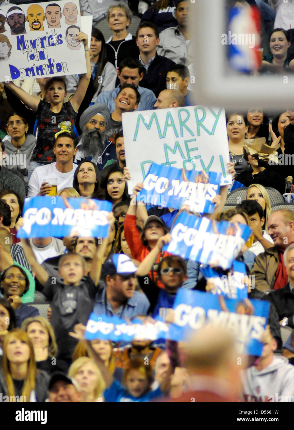 pick up b58fe c2b72 A Dallas Mavericks fan proposes to Dirk Nowitzki on a poster ...