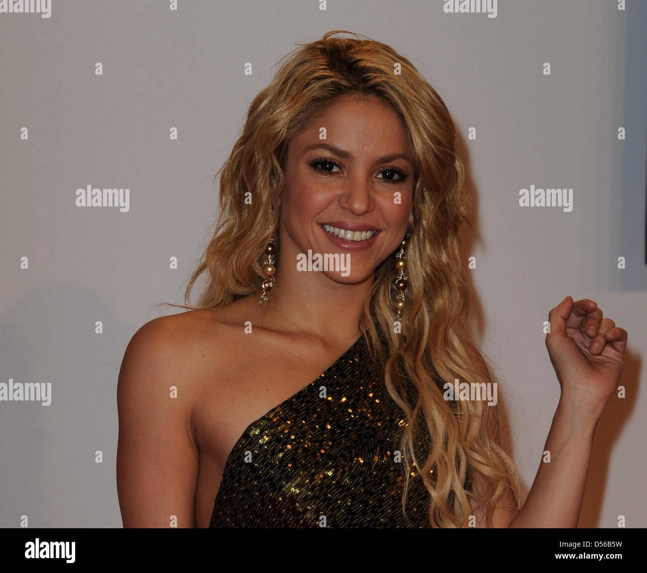 Watch 11. Shakira video