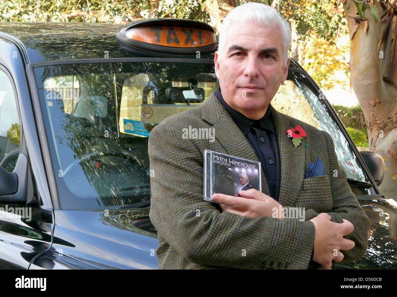 Mitch Winehouse poses in front of a cab in London with his first album, Great Britain, 04 November 2010. The father Stock Photo