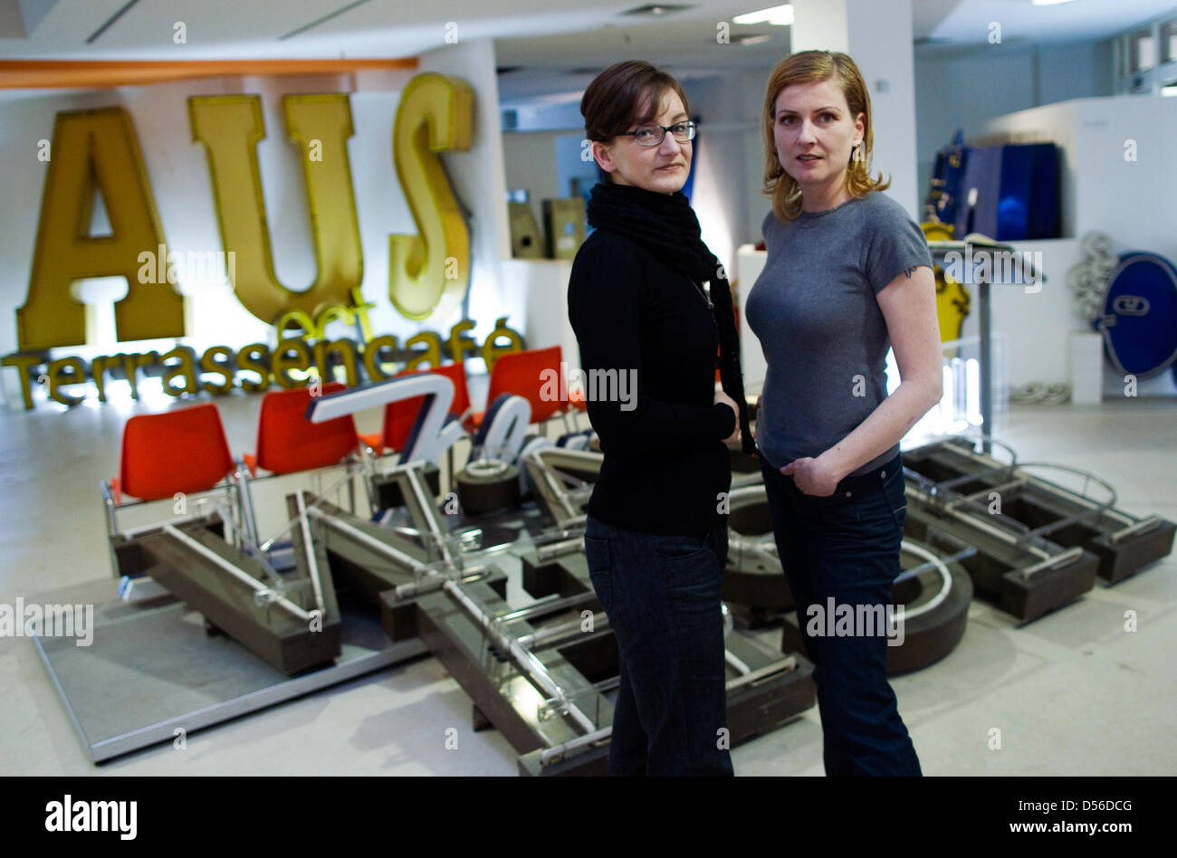 Founders of the Letter Museum Anja Schulz (L) and Barbara Dechant are pictured in Berlin, Germany, 13 November 2010. - Stock Image