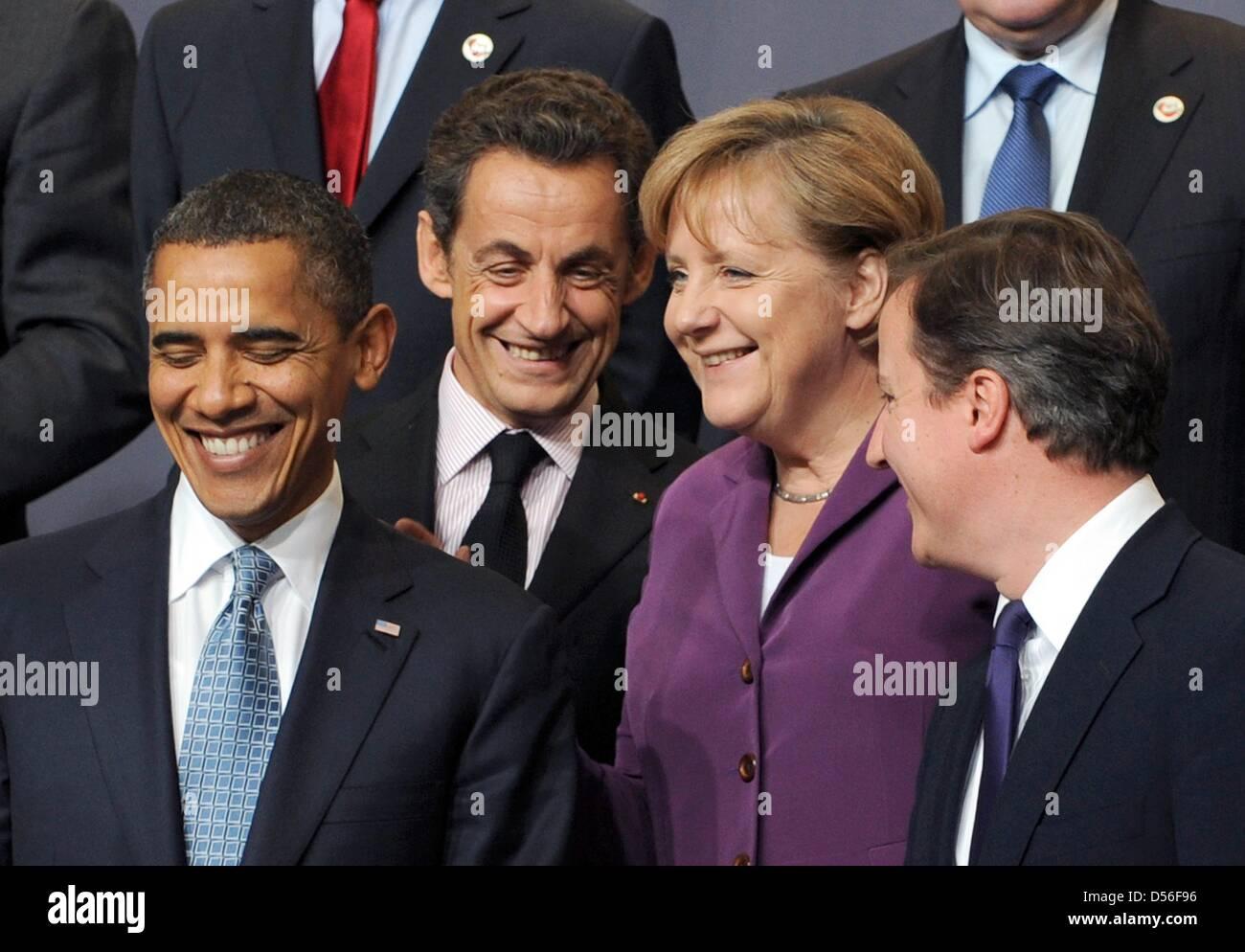 Vor Aufnahme des Familienfotos der Mitglieder der NATO stehen US-Präsident Barack Obama (l-r), der französische - Stock Image