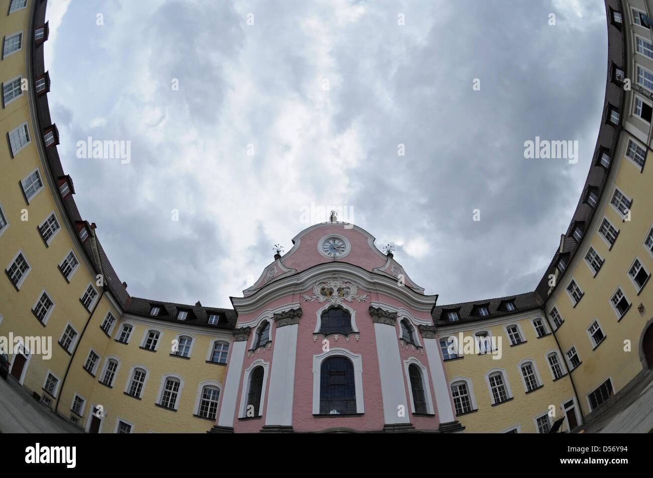 Die Benediktinerabtei in Metten (Niederbayern), aufgenommen am Mittwoch (31.03.2010). Auch in dem Kloster sind Fälle Stock Photo