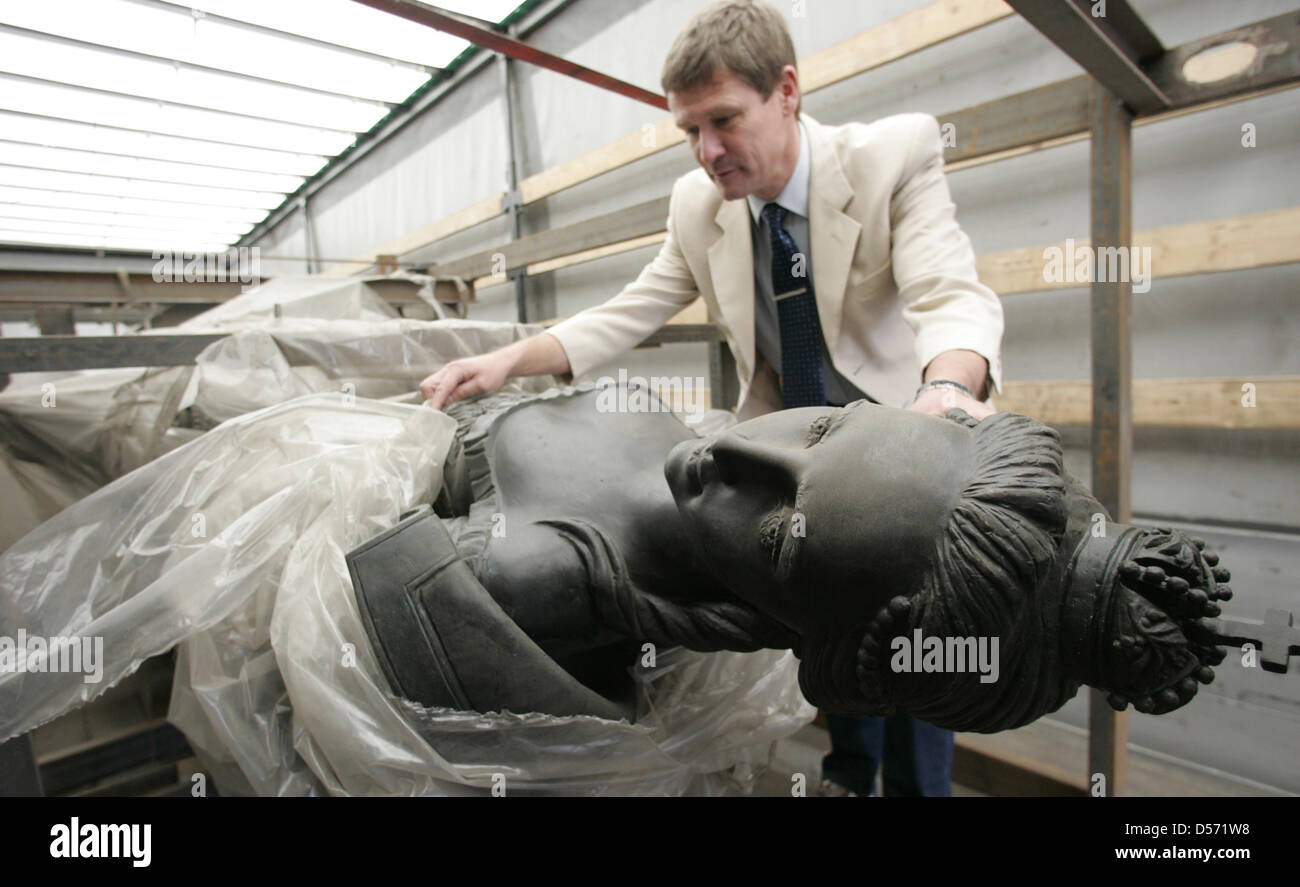 A bronze memorial of Catherine II of Russia (1729-1796) from Moscow is examined by Uwe Tschakert, staff member of Stock Photo