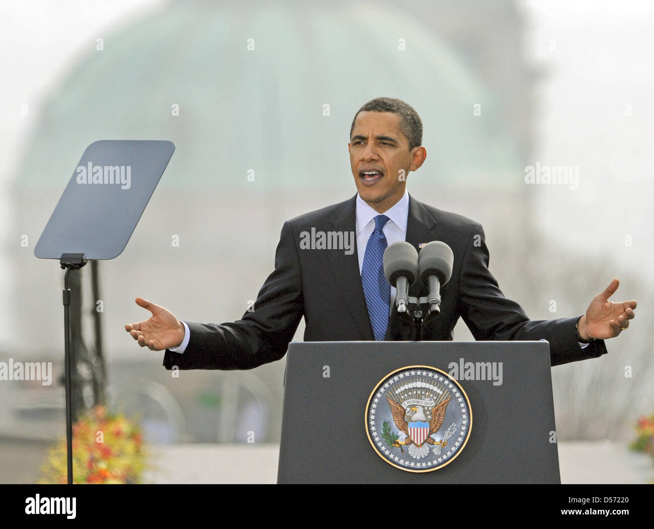 (FILE) A file picture dated 05 April 2010 of US President Barack Obama speaking on his vision of a nuclear-free - Stock Image