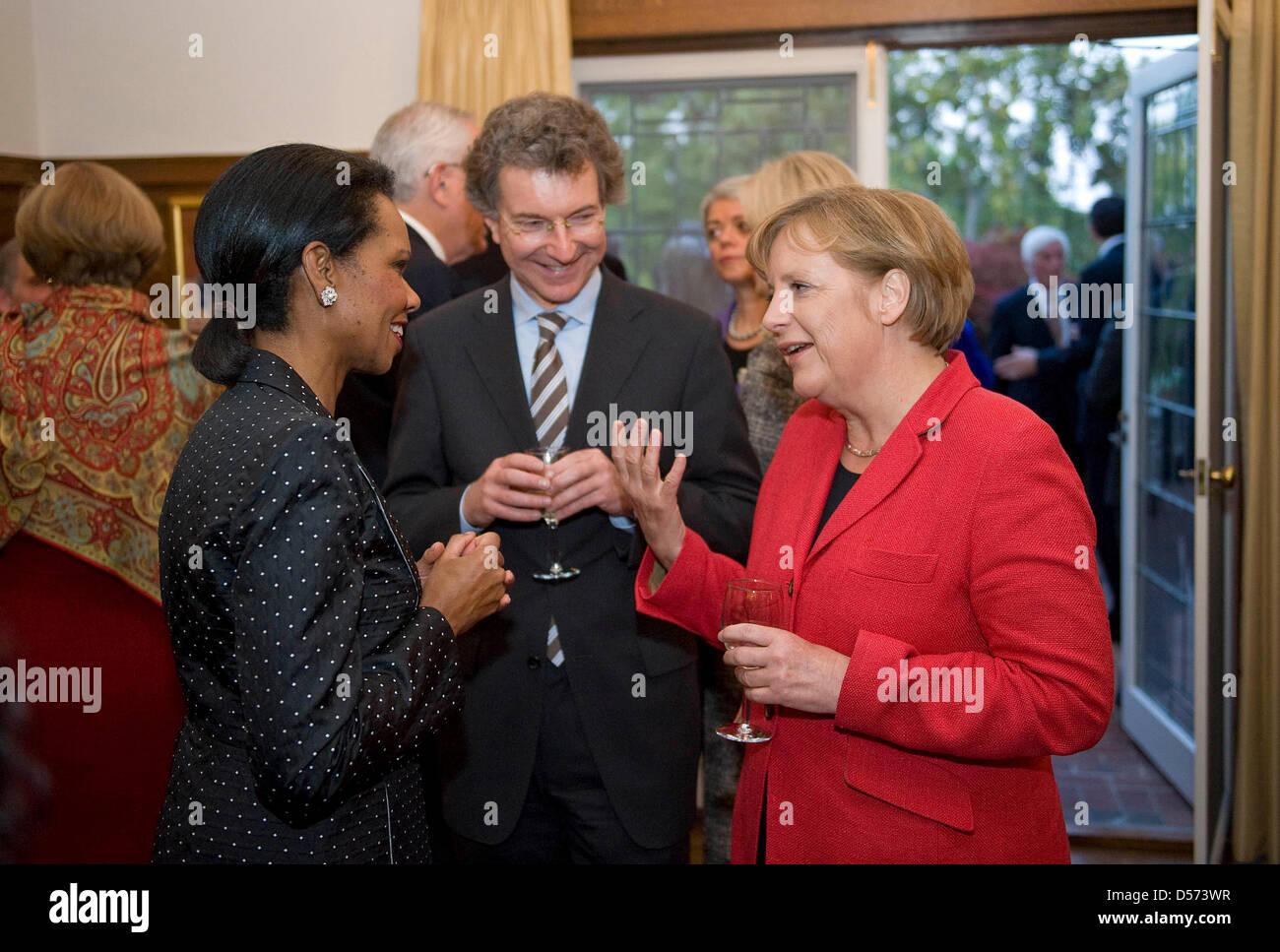 Bundeskanzlerin Angela Merkel, die frühere US-Außenministerin Condoleezza Rice (l) und der außenpolitische - Stock Image