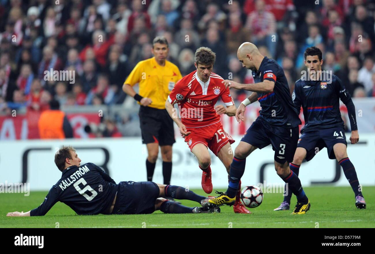 Fußball Champions League Halbfinale Hinspiel: FC Bayern München - Olympique Lyon am Mittwoch (21.04.2010) - Stock Image