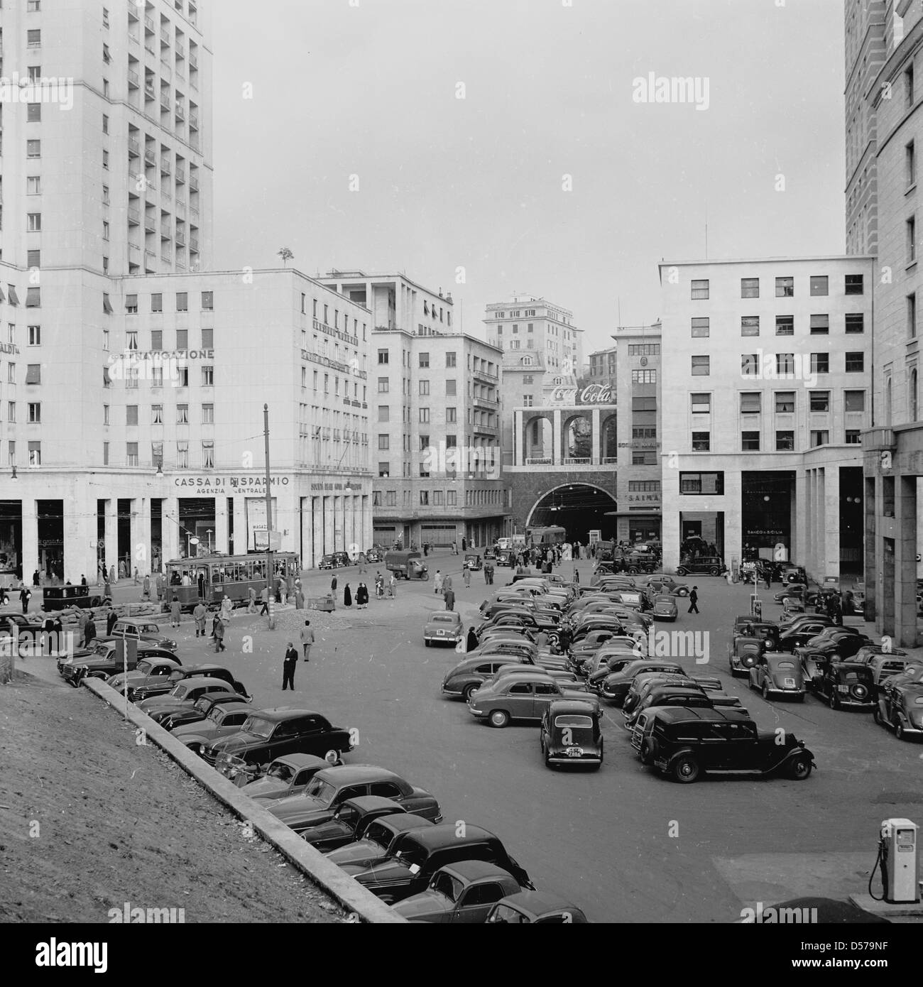 Historical, 1940s. Cars parked outside offices. - Stock Image