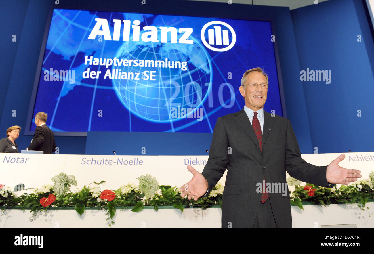Allianz SE CEO Michael Diekmann arrives for the general meeting in Munich, Germany, 05 May 2010. The insurance giant gave a conservative outlook for the running financial year due to persistent challenging economic conditions. Allianz reports an operative result of 7.2 billion euro for 2009. Photo: TOBIAS HASE Stock Photo