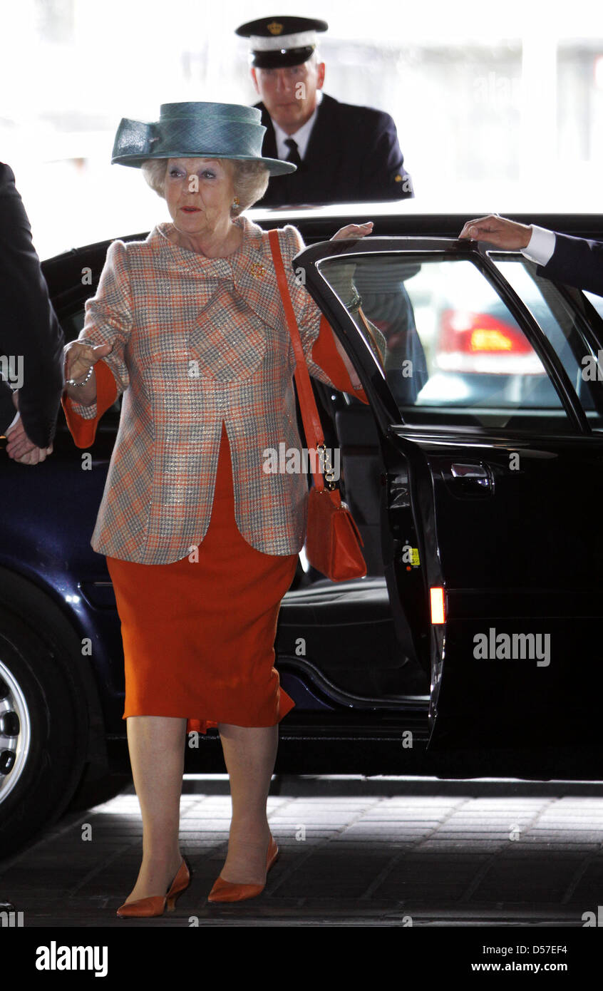 Dutch Queen Beatrix arrives to attend the last day of the The Hague Global Child Labour Conference in The Hague, - Stock Image