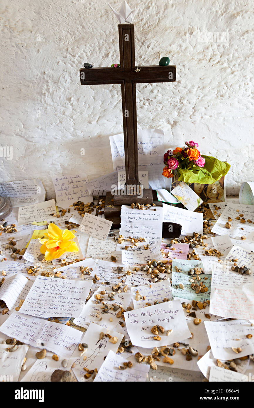 Cross and prayers left in the Jerusalem Chapel at La Hougue Bie burial mound, Jersey, Channel Islands, UK - Stock Image