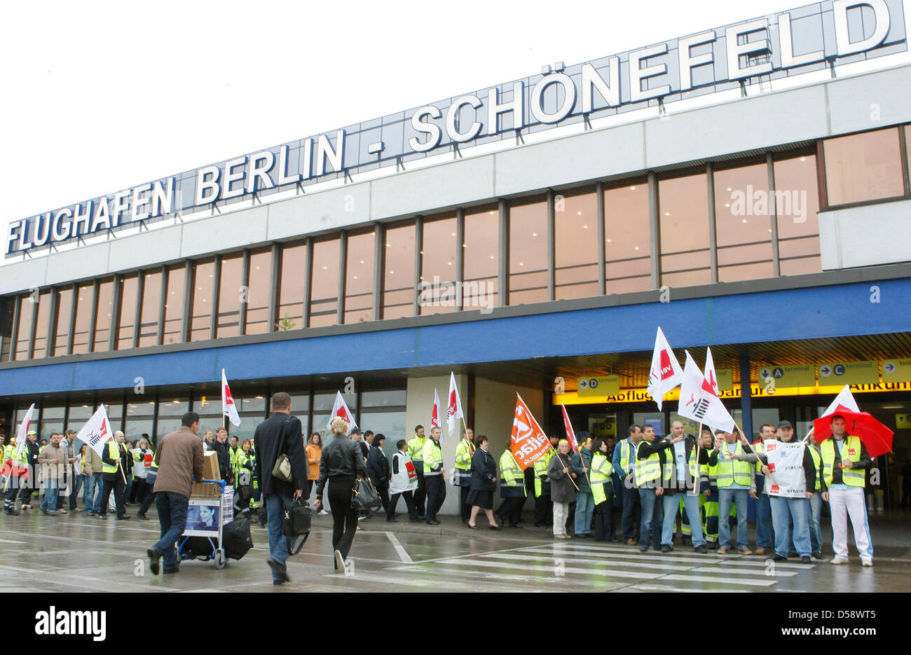 Staff members of the ground crew of the Berlin-Schonefeld airport are on a warning strike in Schoenefeld, Germany, Stock Photo