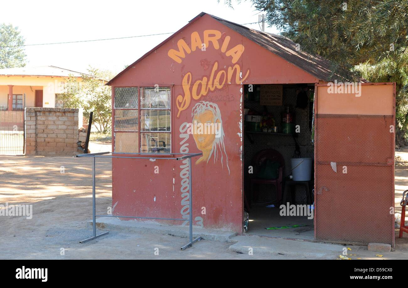 Maria's Open Air Salon at a street close to Rustenburg's Royal Bafokeng Stadium in Rustenburg, South Africa - Stock Image