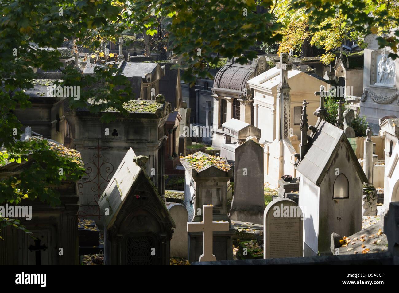 Père Lachaise Cemetery (Cimetière du Père-Lachaise) in autumn - Stock Image