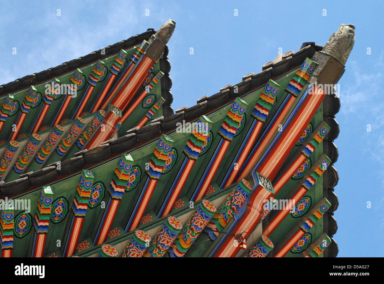 Decorative roof top on building  in Gyeongbok Palace, Seoul, South Korea - Stock Image
