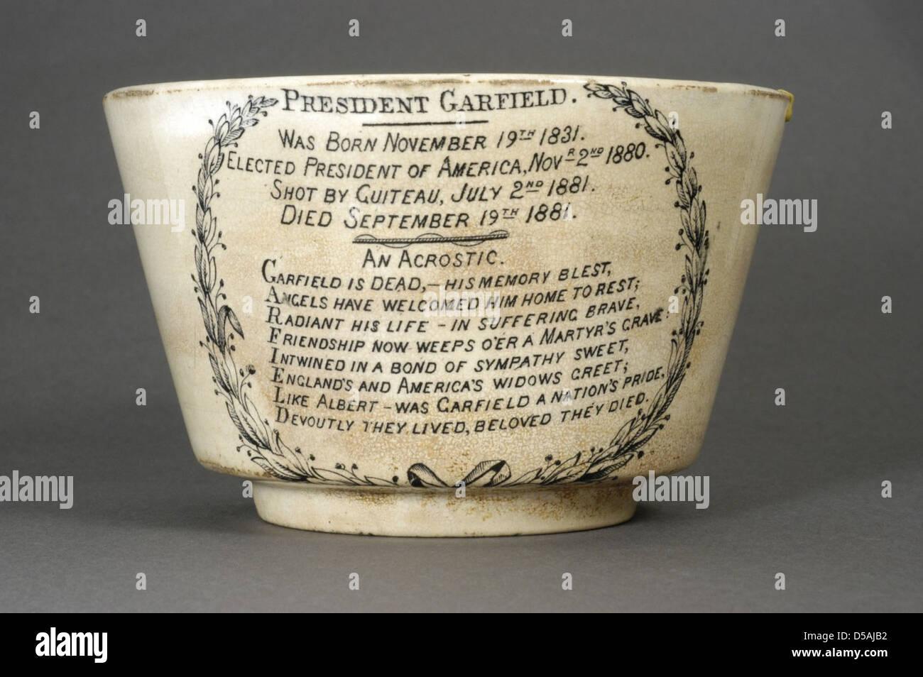 Garfield Ceramic Memorial Bowl Ca Stock Photo Alamy - Ceramic memorial photos