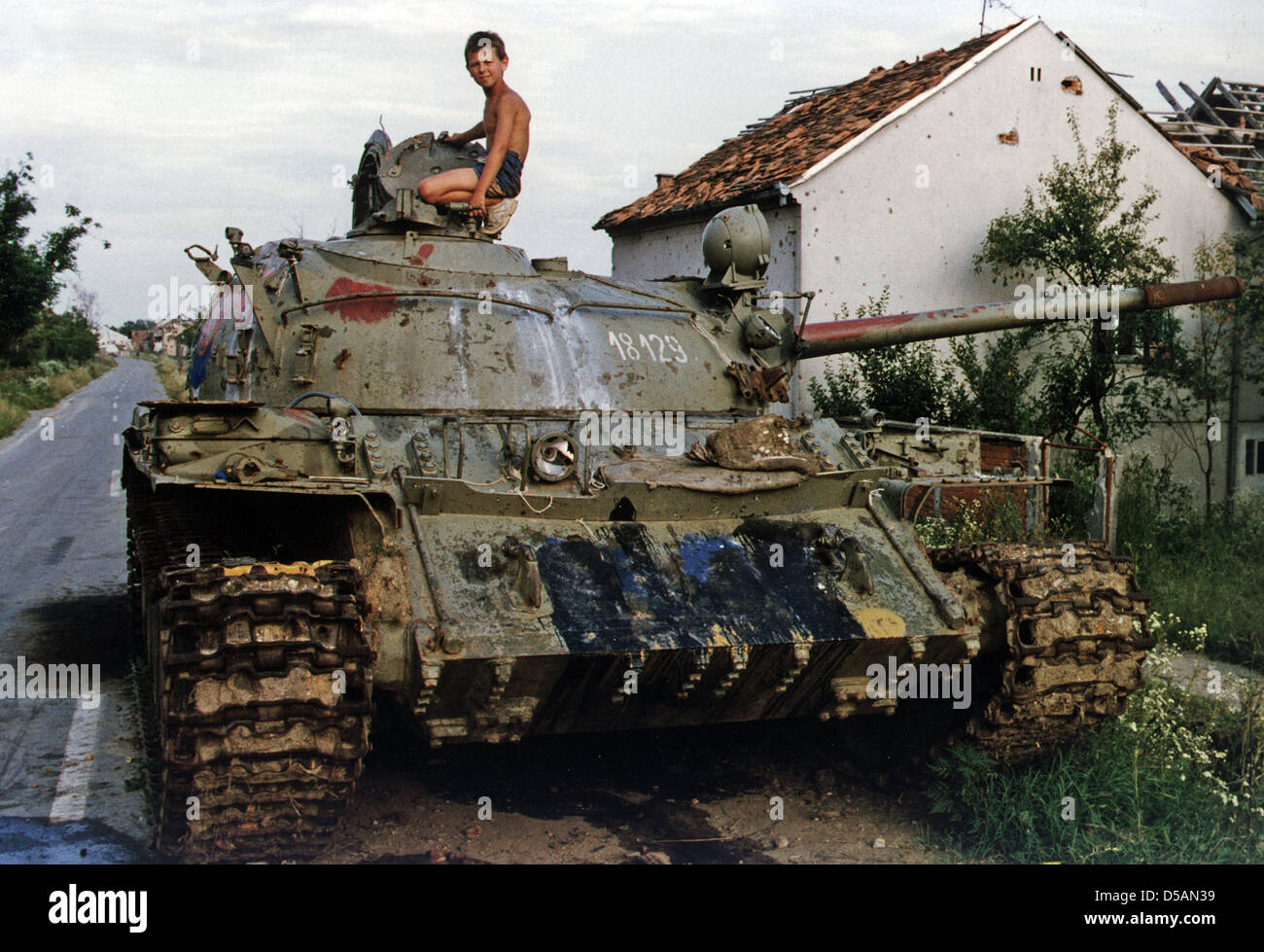 an analysis of the war in bosnia herzegovina which began in 1992 The bosnian war was an international armed conflict that took place in bosnia and herzegovina between 1992 and 1995 following a number of violent incidents in early 1992, the war is commonly viewed as having started on 6 april 1992.