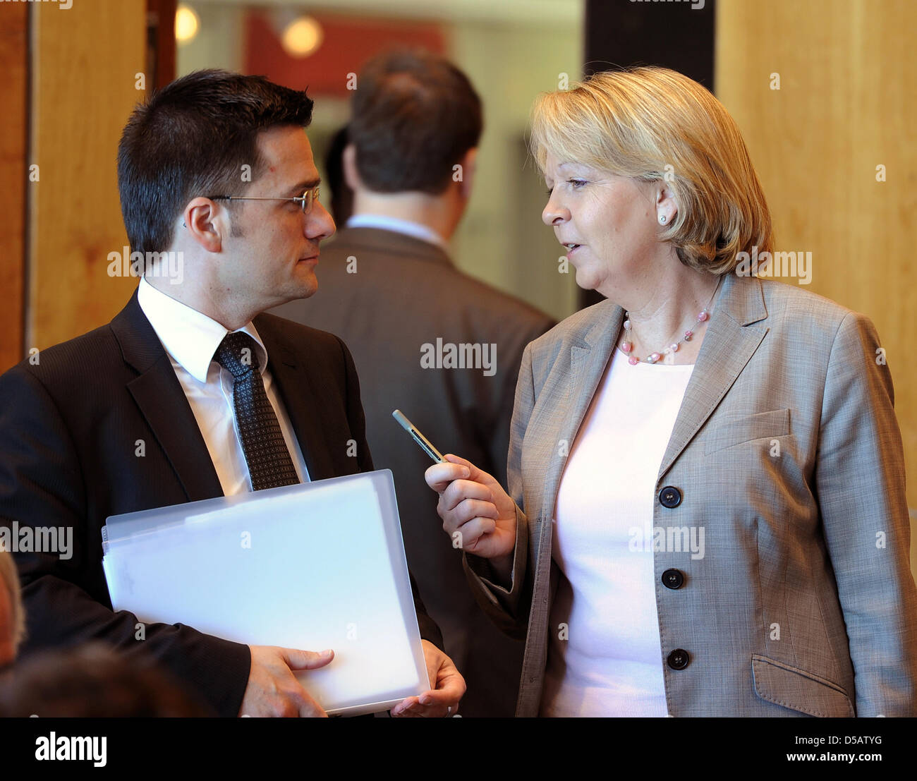 The Premier of North Rhine-Westphalia, Hannelore Kraft (R), speaks to North Rhine-Westphalia's Minister of Finance, - Stock Image