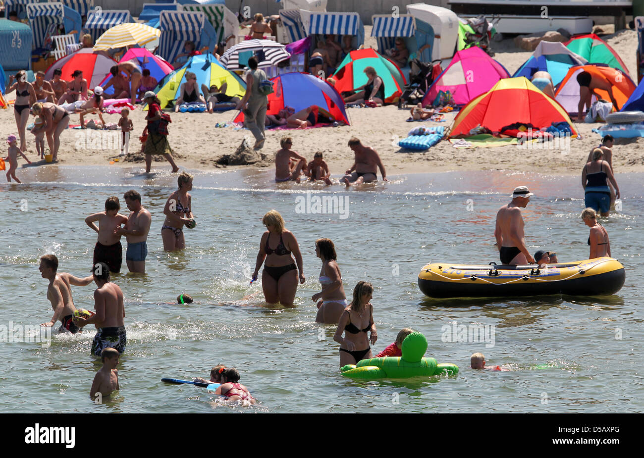 People look for a refreshing dip at the Baltic Sea beach of Kuehlungsborn, Germany, 14 July 2010. IUn hot weather, - Stock Image