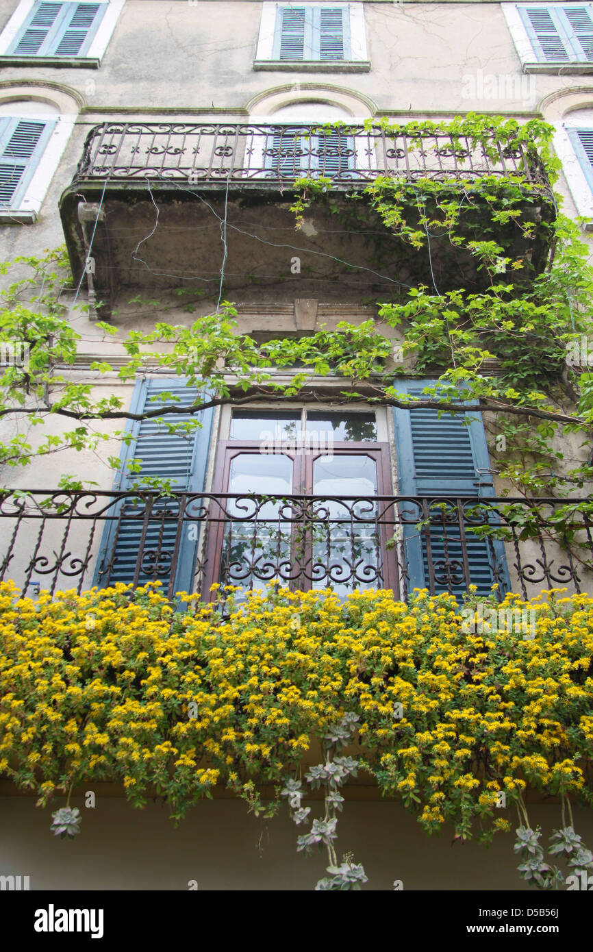 Balcony with rich floral decorations in Desenzano on Lake Garda, Region of Brescia, Lombardy, Italy Stock Photo