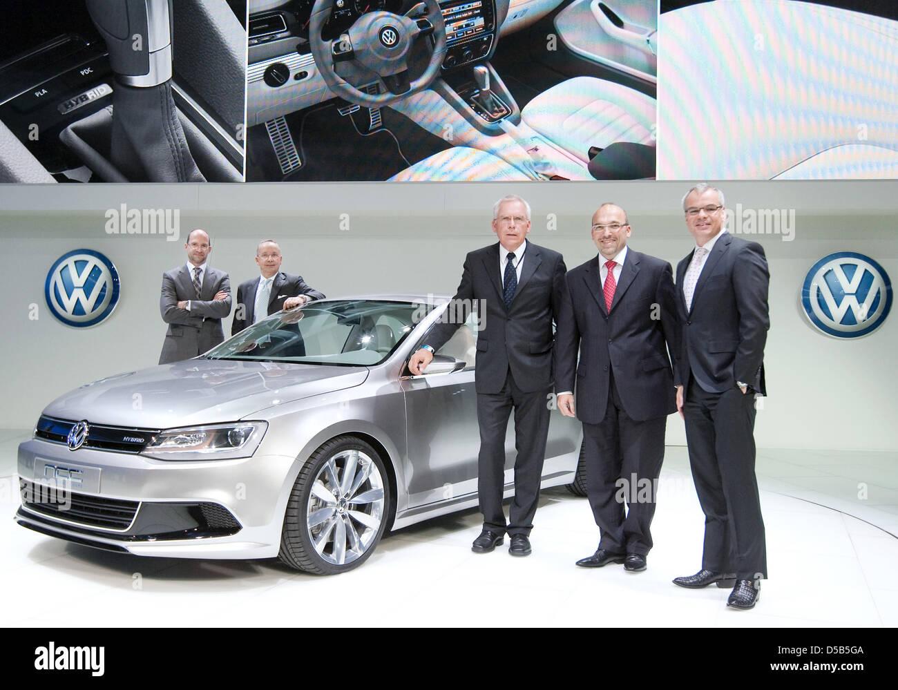Volkswagen Of America >> Klaus Bischoff L R Head Of Volkswagen Design Walter Da