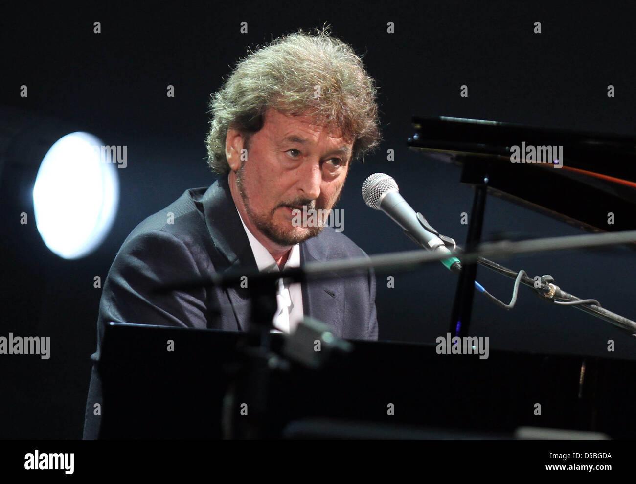 Pianist und Gründer der Band Supertramp Rick Davis schaut beim ...