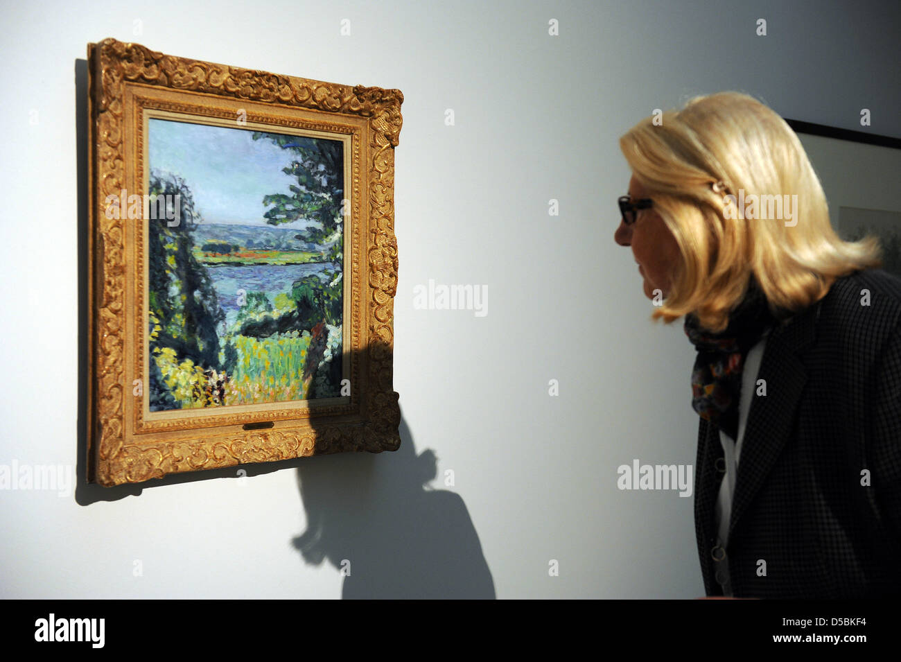Visitors looks at the painting 'The Seine nearby Vernon' by the French 'Les Nabis' painter Pierre - Stock Image