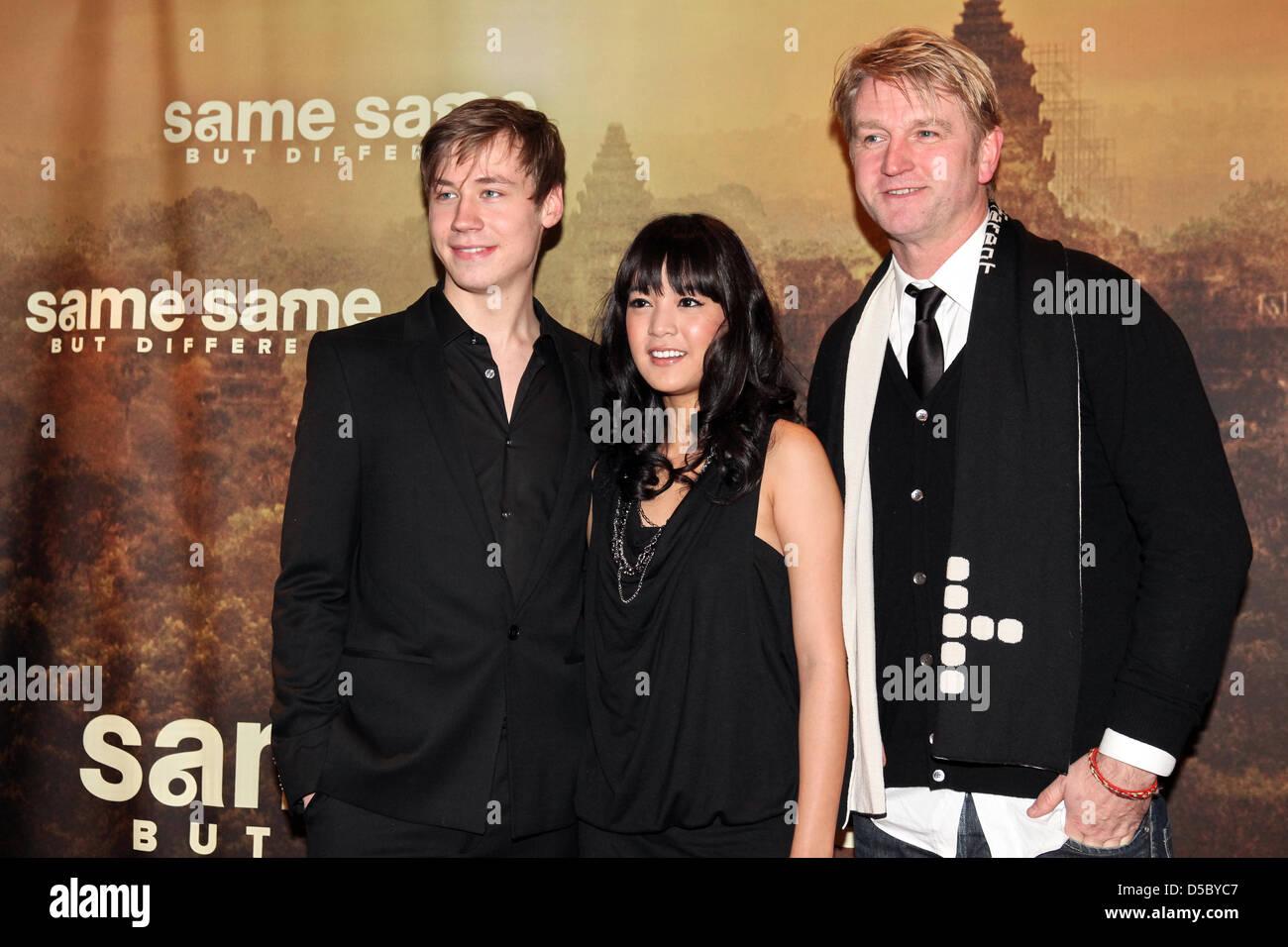 Die Schauspieler David Kross (l-r) und Apinya Sakuljaroensuk und der Regisseur Detlev Buck posieren am Dienstag Stock Photo