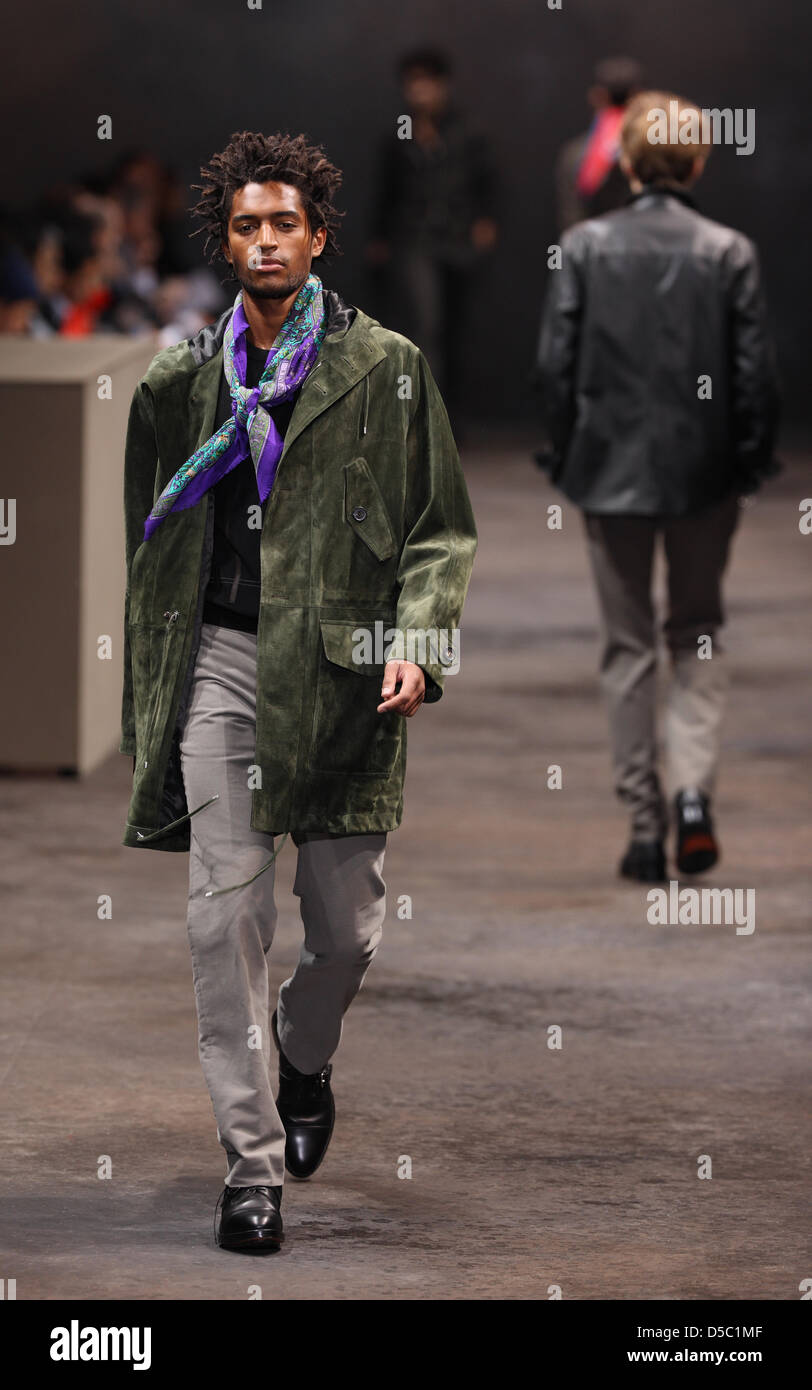 e9343035 A model wears a creation of Hermès Men's fashion fall winter 2010-2011  collection presented