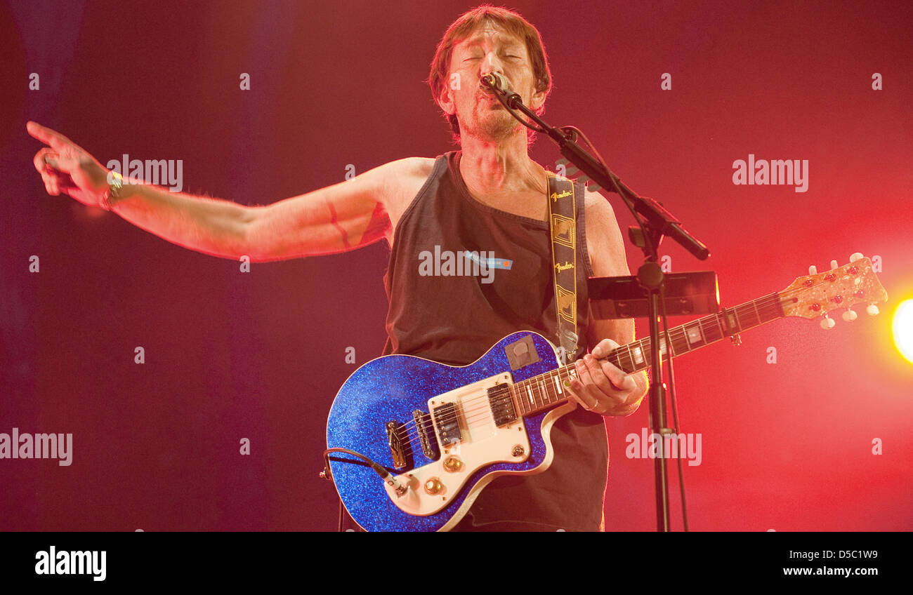 Great Britain's rock singer Chris Rea sings at the Arena in Leipzig, Germany, 25 January 2010. Rea began his - Stock Image