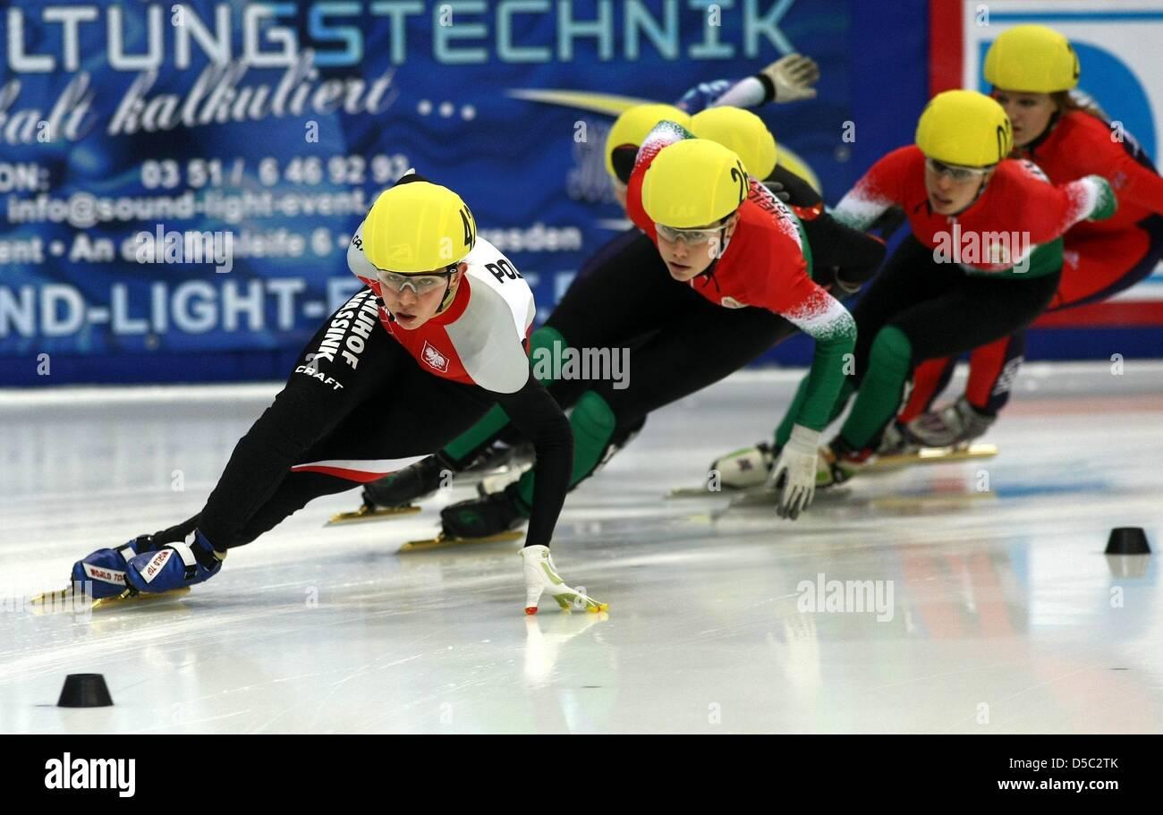 Paula Bzura (Polen) vor Bernadett Heidum (Ungarn), aufgenommen am Samstag (23.01.2010) in der Freiberger Arena in - Stock Image