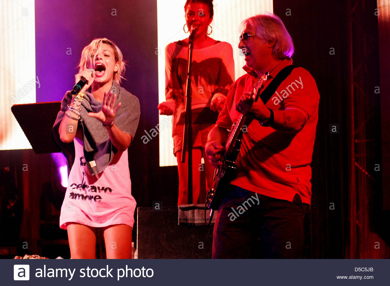 emma marrone,the dress rehearsal of the concert with his father on guitar - Stock Image