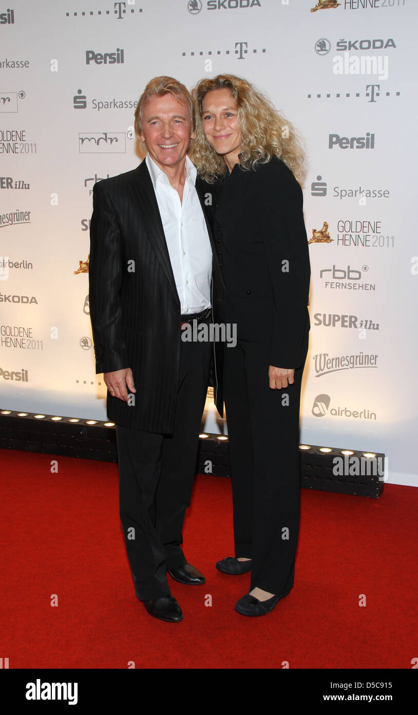 Hartmut Schulze-Gerlach and guest at the award show 'Goldene Henne' at Stage-Theater at Potsdamer Platz. - Stock Image