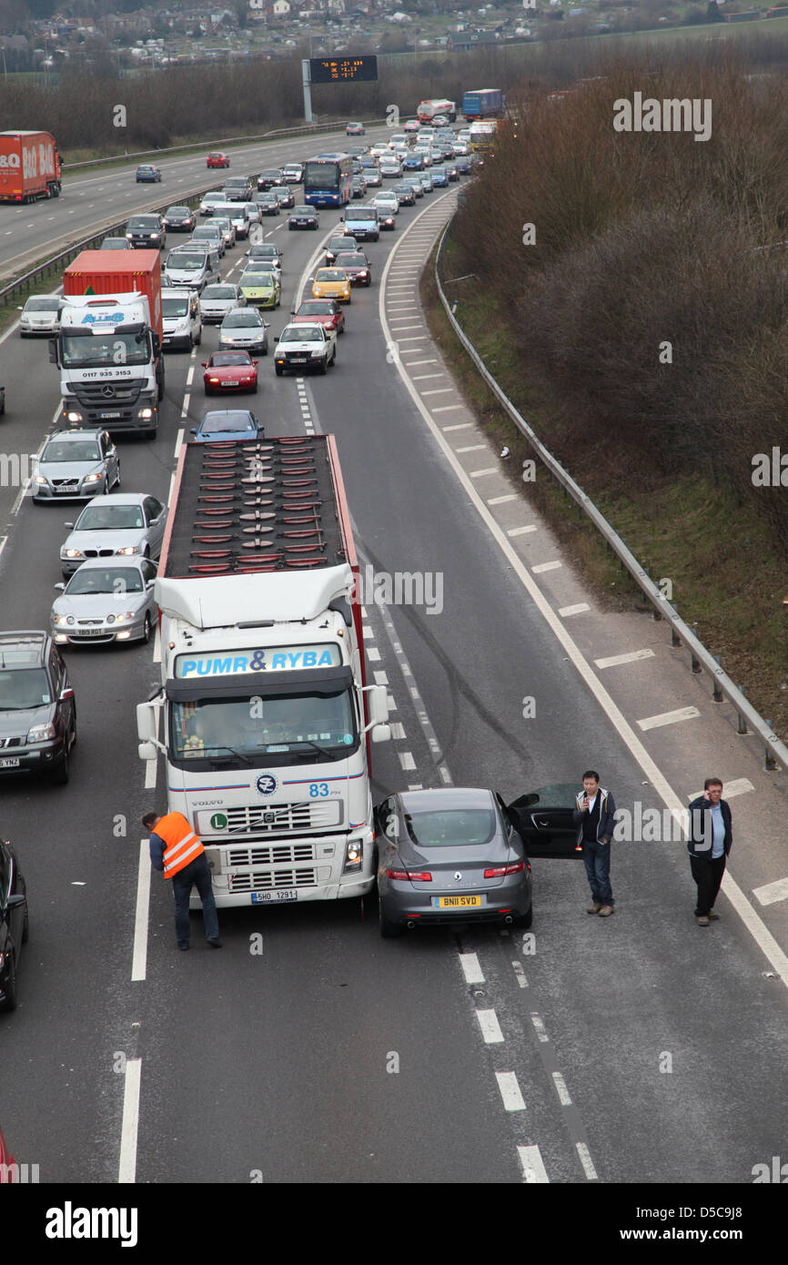 Winchester,UK. 28 March 2013 - An incident on the M3 motorway between Jct. 10 & 11 in Hampshire involving an - Stock Image
