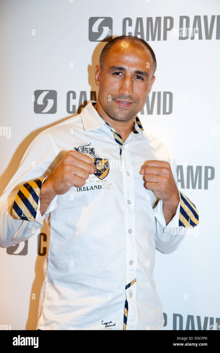price reduced huge selection of wide range Arthur Abraham signing autographs at Camp David-Store at ...