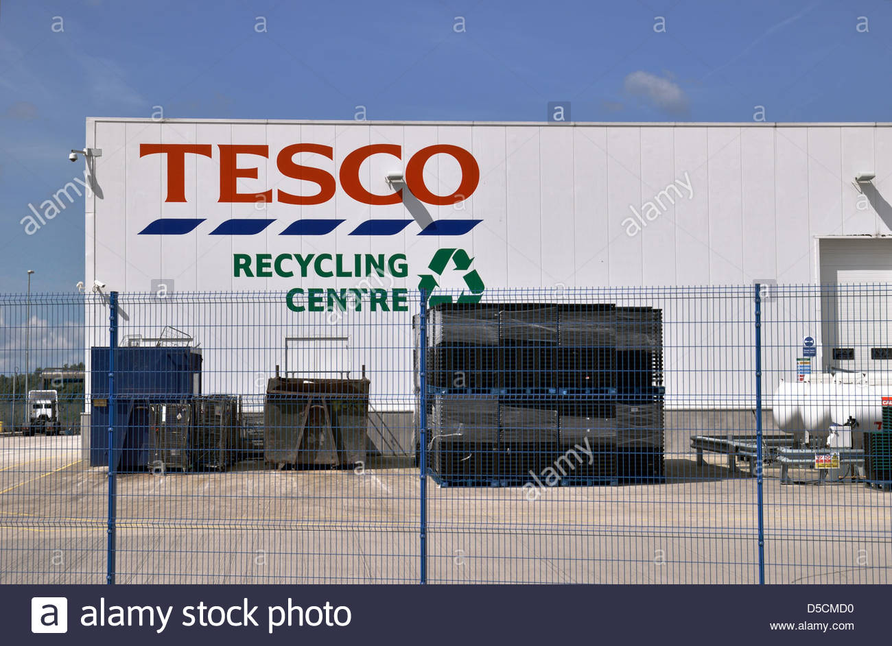 Tesco recycling centre for chilled goods and packaging recycling, Widnes, Cheshire - Stock Image