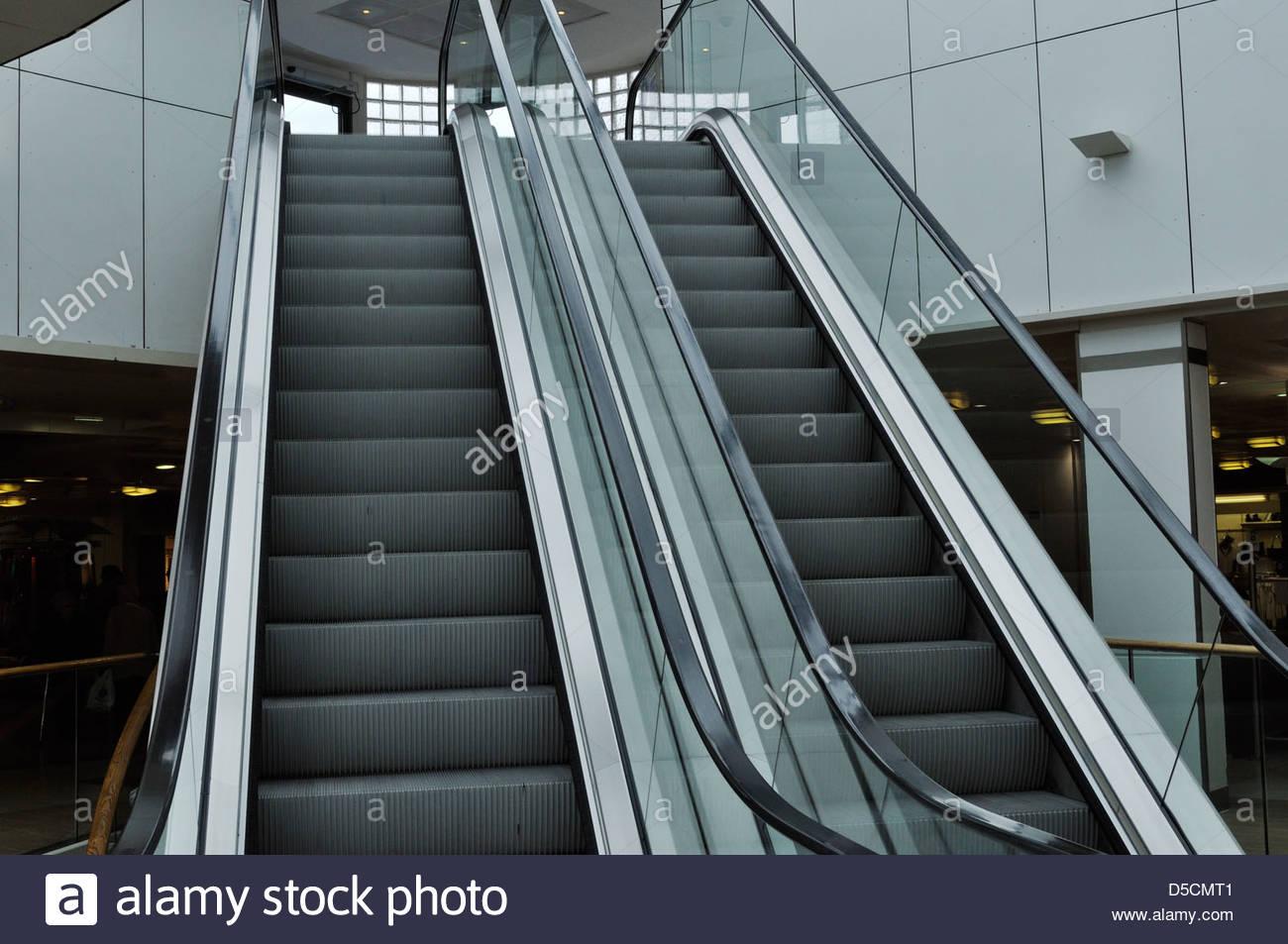 Escalators in shopping centre - Stock Image