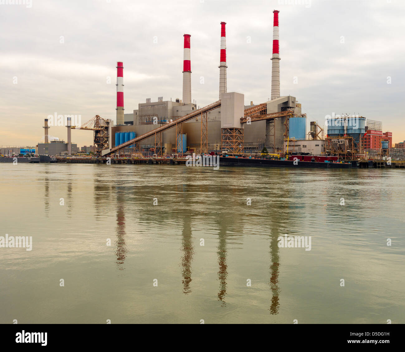 Ravenswood Generating Station, Long Island City, Queens, New York, seen from Roosevelt Island. - Stock Image