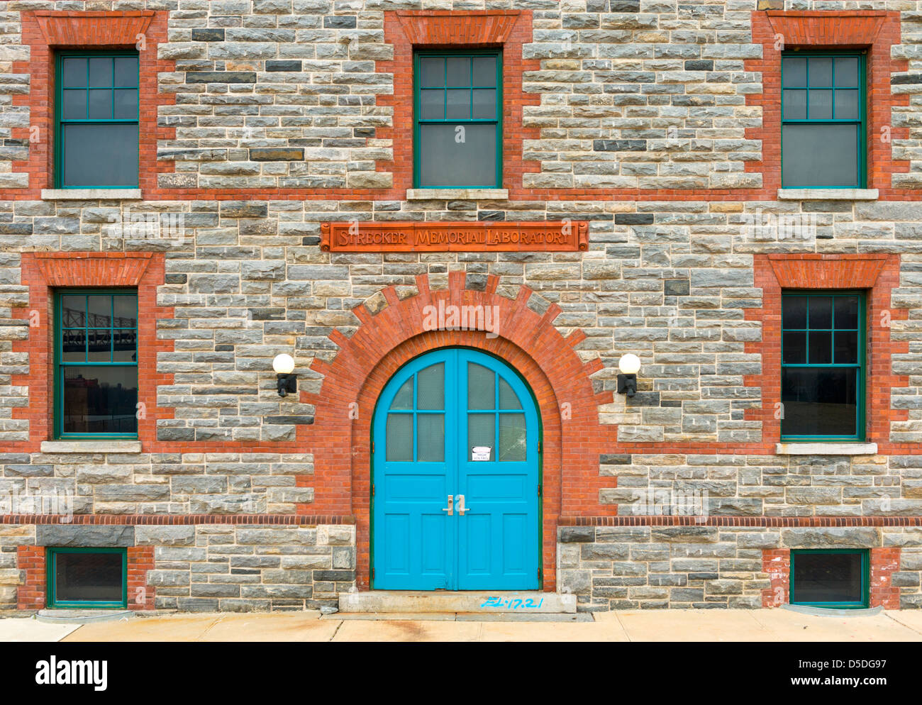 Strecker Memorial Laboratory (1892), Southpoint Park,  Roosevelt Island, New York.  Now a power conversion substation. - Stock Image