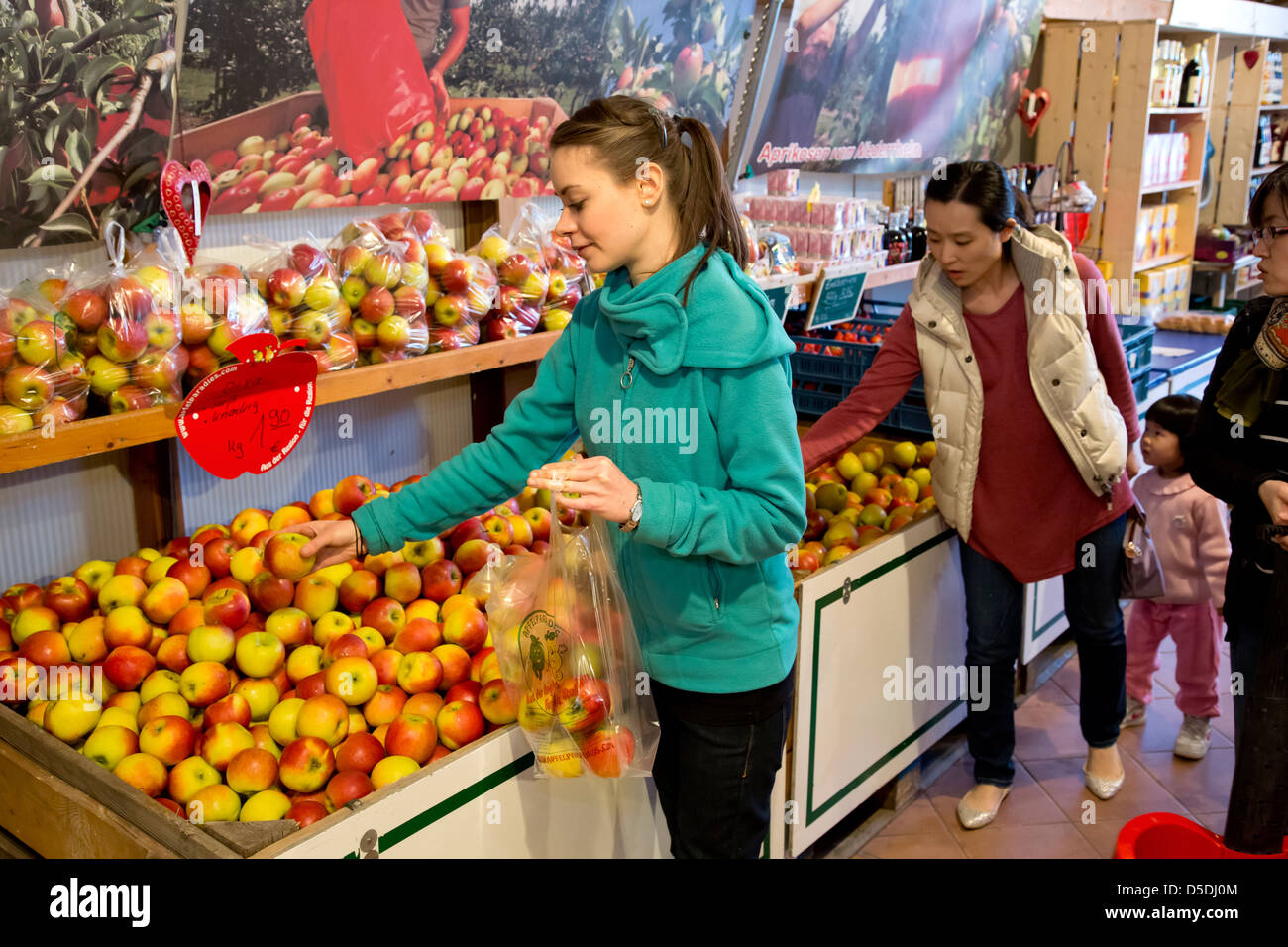 Duesseldorf, Germany, buy apples from the farm shop Stock Photo