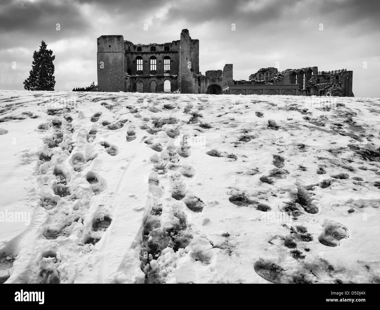 Kenilworth Castle, Warwickshire, UK in the snow. - Stock Image