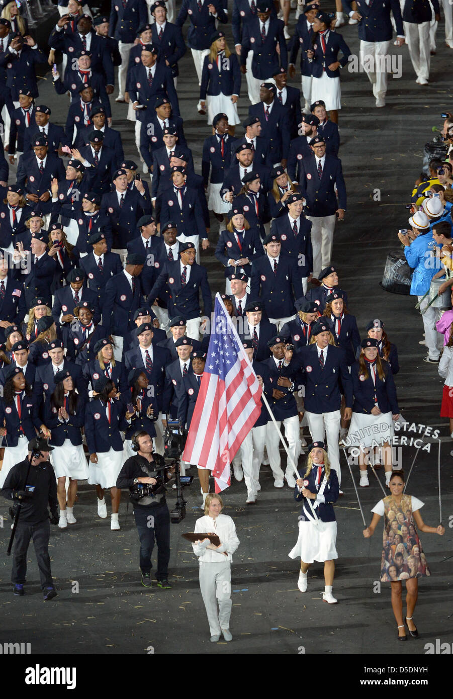 The United States of America team (USA) led by flagbearer Mariel Zagunis (fencing Sadre) Stock Photo