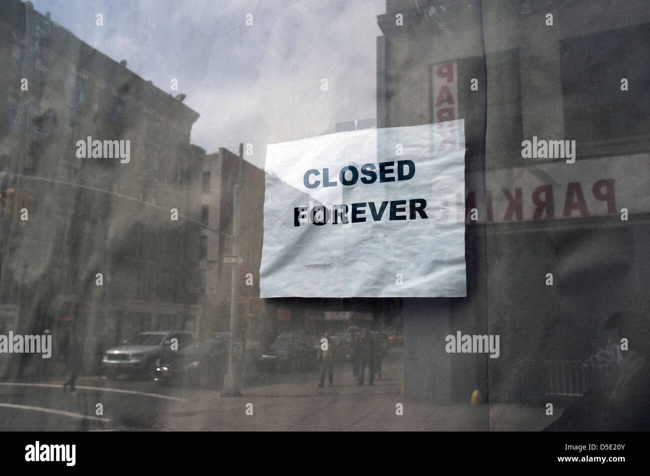 Closed Sign In Shop Window Stock Photos Amp Closed Sign In