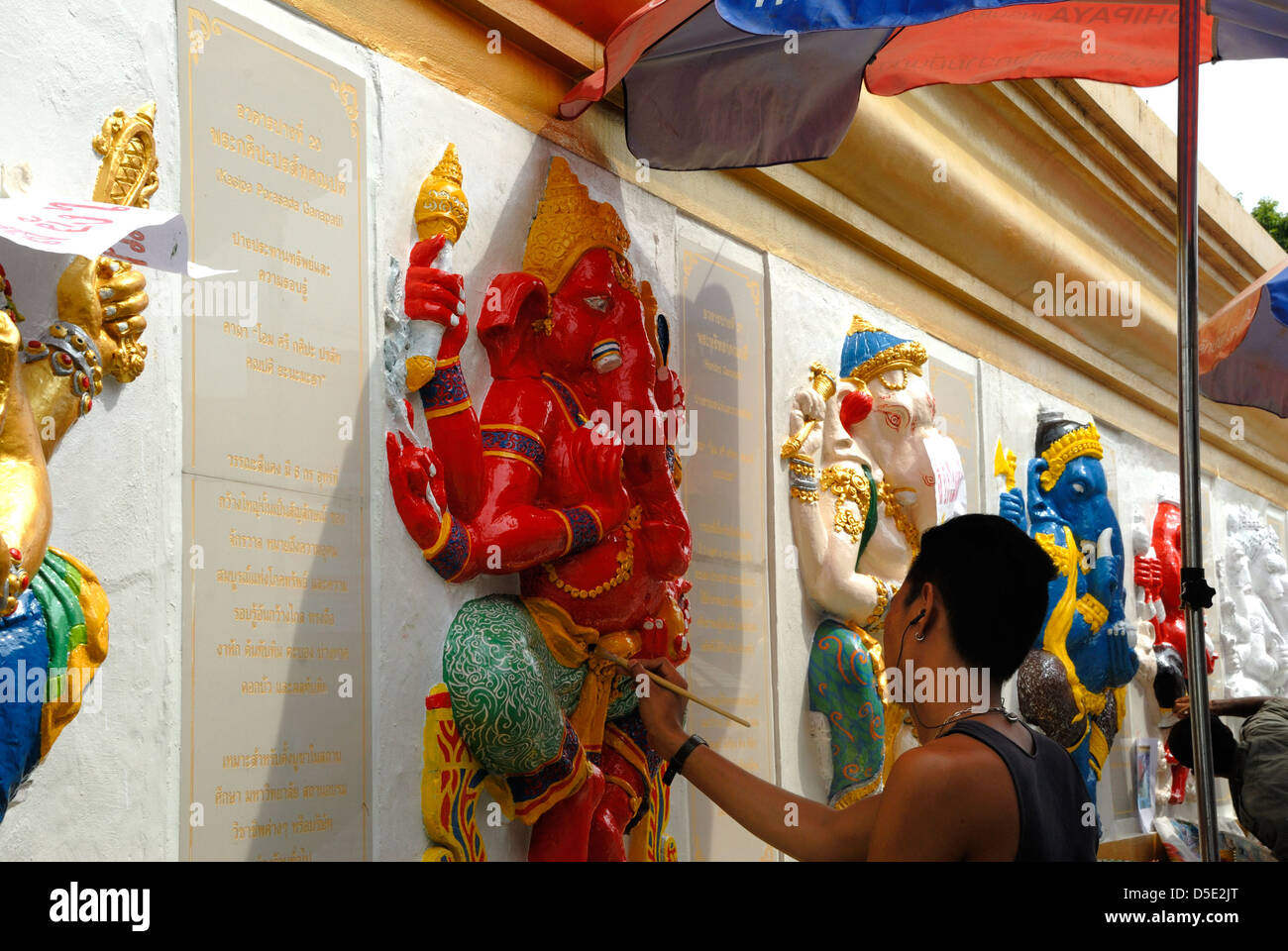 Artistes painting the Ganesh statues in Bangkok Thailand on 18/10/2012 - Stock Image