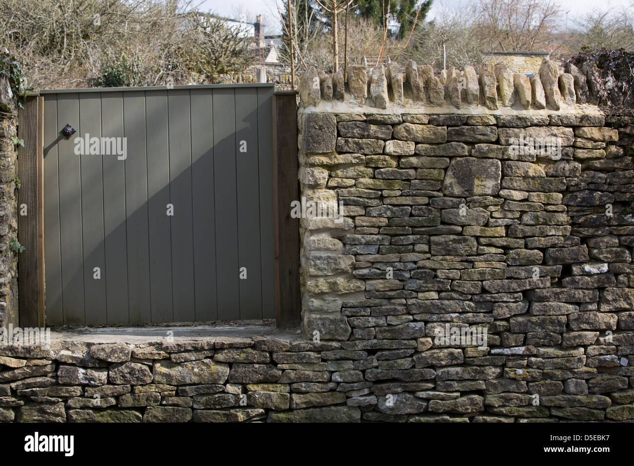 This is a picture of a recently repaired cotswold dry stone wall ,notice no cement is used in the joints. - Stock Image