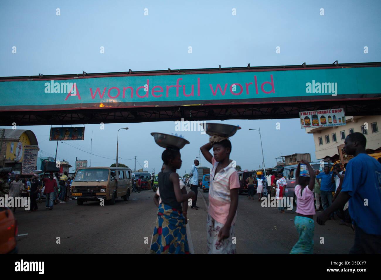 Street scene in Accra, Ghana. - Stock Image
