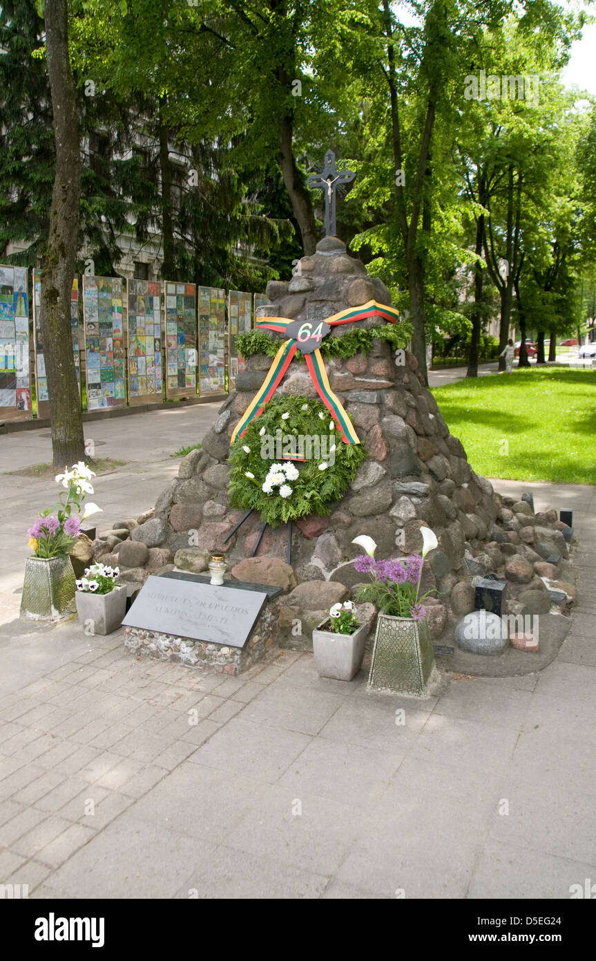 A memorial at the Museum of Genocide Victims, former  Nazi and KGB H.Q in Gedimino Avenue, Vilnius, Lithuania,Baltic - Stock Image