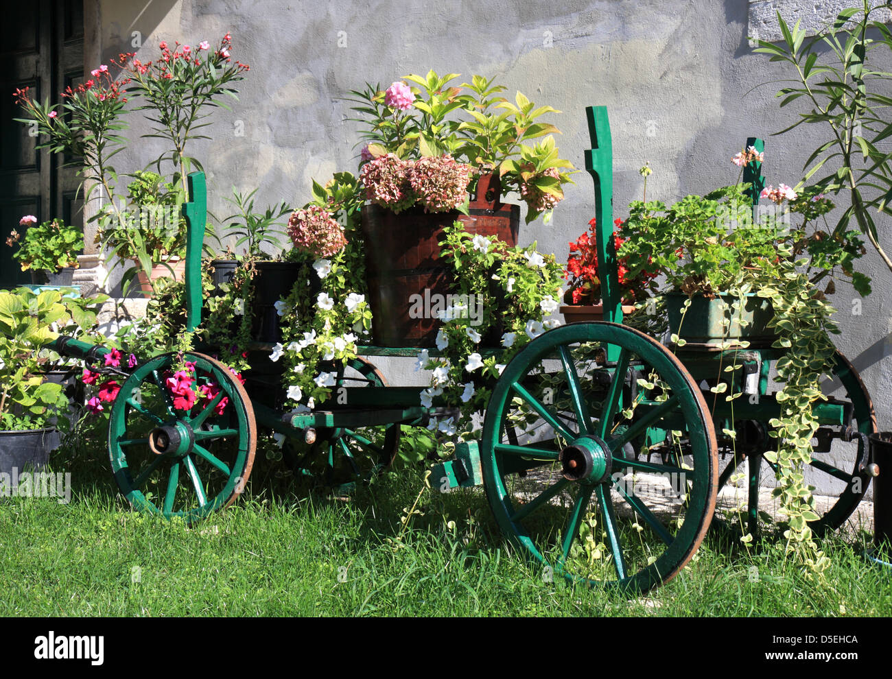 Old Wooden Wagon Flowers Decorative Stock Photos & Old Wooden Wagon ...